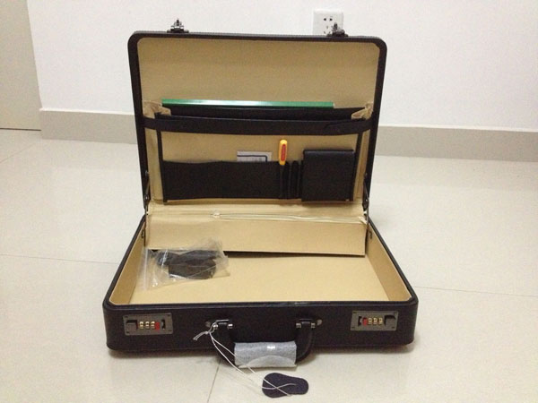 Anti Robbery Shocking Briefcase , Portable Band Money Carry Suitcase With Alarm Sound Safety Suitcase