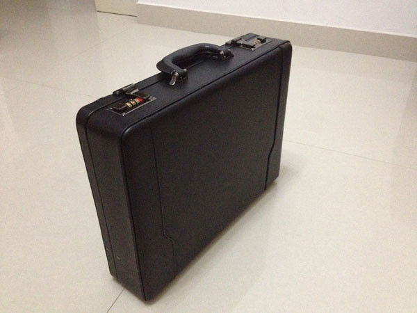 Black 30KV Shocking Box Self Defense Suitcase With Remote Control